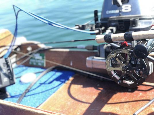 Feine Felchenfischerei mit leichtem Angelgerät auf dem Bielersee. Leichte Rolle und feine Gamben bringen den Fangerfolg auf die begehrten Felchen