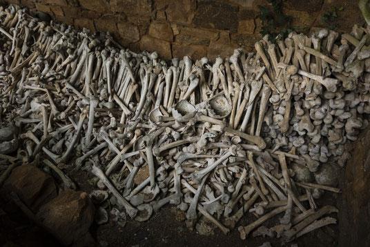 Lanrivain Beinhaus Ossarium Gebeinhaus Frankreich Bretagne Creepy Bones