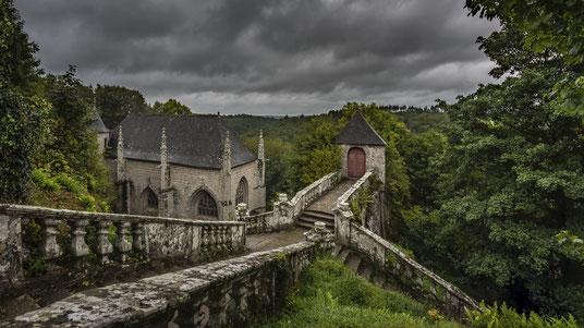 Kapelle Sainte Barbe Kirche Bretagne Treppe Wald Frankreich France Urbex Creepy