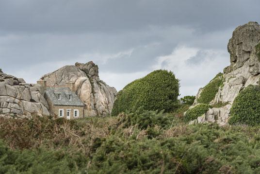 Plougrescant - La Maison du Gouffre Steinhaus Bretagne Frankreich France Haus Felsen
