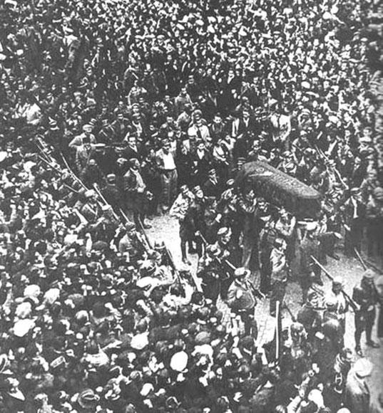 Durrutis begravelse i Barcelona med 500.000 - 1.500.000 deltagere