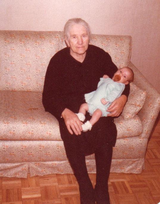 Con su nietín. F. P. Privada.