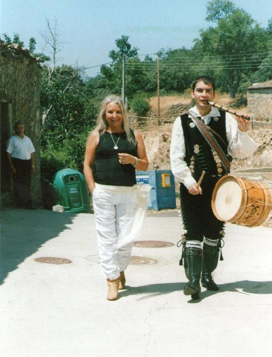 """Con  """" El Emigrante """" F. Pedro."""