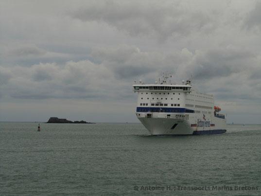 Armorique entering Saint-Malo's harbour.