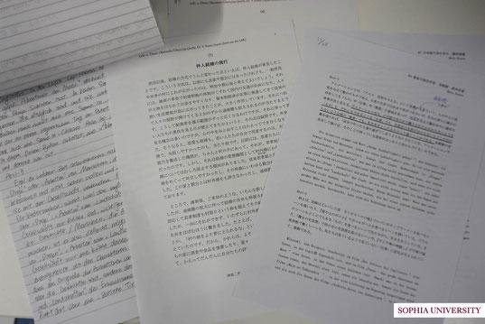 日独翻訳授業の課題。左から順に、先生の模範解答→原文→自分で翻訳したもの、です。
