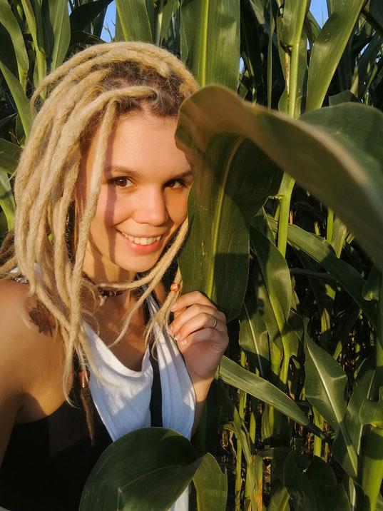 Sabrina Sierks bietet Glücks-Seminare und Happiness Workshops online und in Mönchengladbach, Nordrhein-Westfalen.