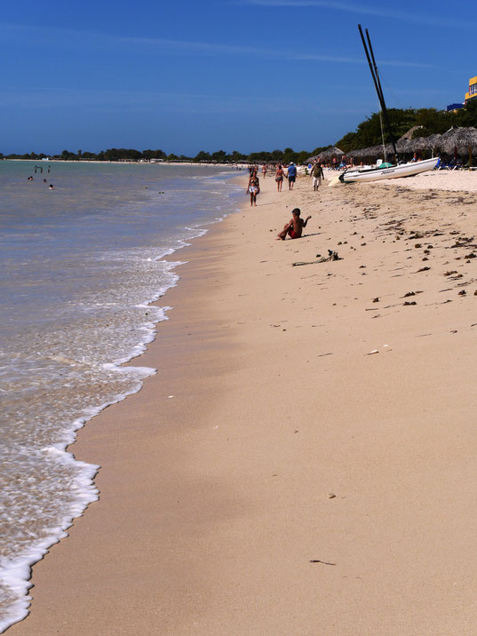 Zum Abkühlen an die Playa Ancón (Foto Jörg Schwarz)