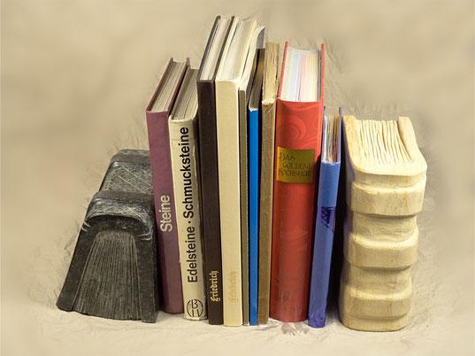 Buchstützen aus Stein