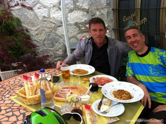 arriviamo in perfetto orario di pranzo presso il ristorante Carpe Diem di Villar Perosa ......(CONSIGLIATISSIMO) a conclusione di una bellissima gita che apre le danze alla stagione calda....Finalmente!!!