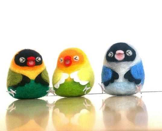 羊毛フェルトで制作したスズメとセキセイインコ・オーダーカラーの青い小鳥です