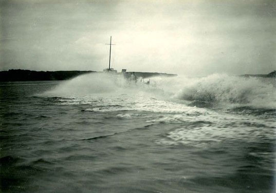 """Versuchsboot """"K"""" bei Höchstfahrt vor Travemünde ca. 1926 – Foto: Archiv 7. SGschw"""