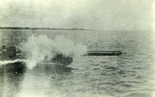 Torpedoschuss recht voraus  von einem LM-Boot – Foto: Archiv 7. Sgschw