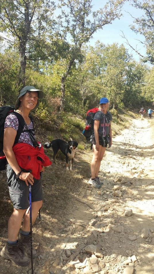 Neue Weggefährten für die letzten 150 Kilometer, Gabriele, Hund Lotte und Tochter Jutta