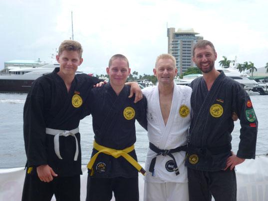 Auf dem Bild von links nach rechts: Lutz Krafft, Arne Schäfer, Clubleiter Dietmar Rabe, Trainer Arthur Krause