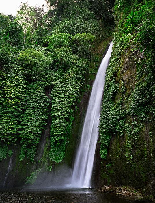 Reisefotografie von 2011, Wasserfall bei Munduk, Nord-Bali, FUJIFILM GA645W Professional Wide, Mittelformatkamera. Foto: Dr. Klaus Schörner