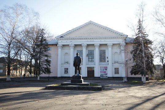 памятник Ленину у ДК