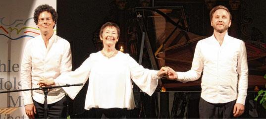 Klavier, Lesung und Gesang: Sascha El Mouissi (links), Edith Mathis und Rafael Fingerlos.