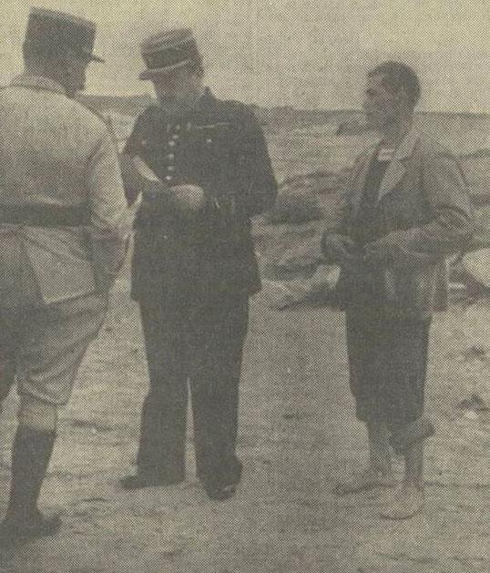 Les gendarmes et le patron Le Pors (photo Dépêche de Brest)