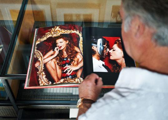 """Photographie tirée de l'article """"Un jour dans la bibliothèque du plus grand collectionneur de Taschen du monde"""",  journal L'Echo"""