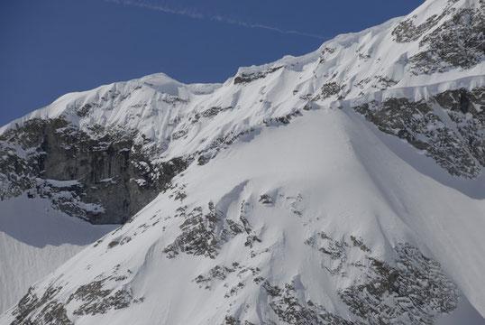 Vu du Promontoire, les belles corniches de l'arête sud du Râteau (cliquer...)