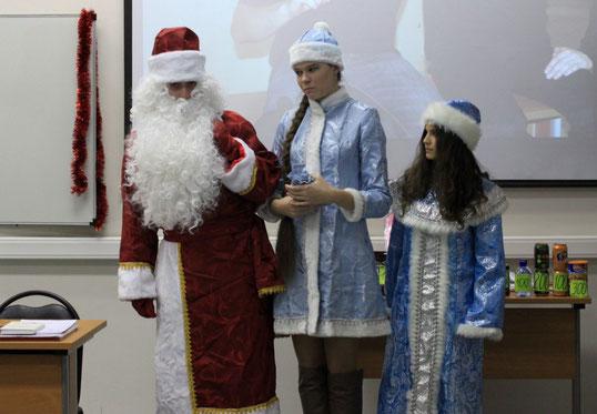 Дед Мороз и его внучки