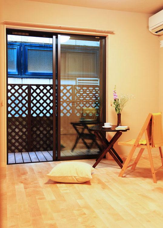 フローリングはカバの無垢材を使用 家全体を優しく明るい雰囲気にしてくれます。