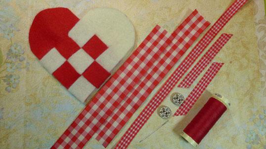 Geflochtene Herztasche aus  Filz als Geschenkverpackung - Materialien