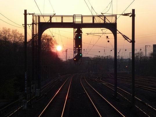 2012.03.28.51 Sonnenuntergang bei Block Emma in Düsseldorf.