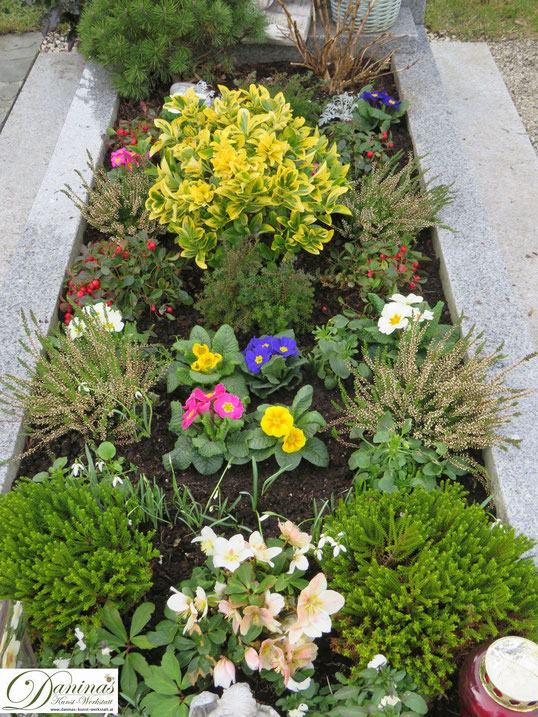 Wie bepflanze ich ein Grab im Frühjahr? Tipps by Daninas-Kunst-Werkstatt.at