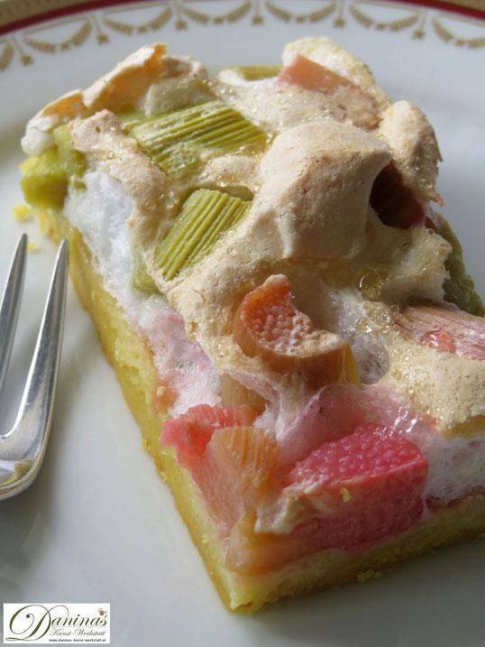 Mürbeteigkuchen Rezept mit Rhabarber und Baiser.