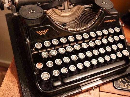 Fotoquelle: https://pixabay.com/de/alphabet-antik-charakter-ausr%C3%BCstung-15461/