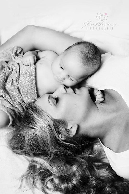 Babyfotos, Newborn, Mama, Baby, Neugeborenes, Fotografin Julia Neubauer