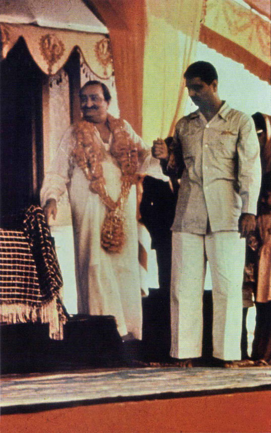 Meher Baba assisted by Eruch. Courtesy of Glow Int. magazine - Spring 2018
