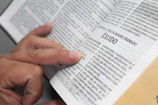 Nourrissons notre esprit avec des pensées pures et dignes d'intérêt. Ne cédons pas à l'immoralité sexuelle. Étudions la Bible et prions régulièrement.