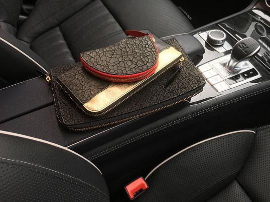 クラッチバッグ(ハード)、財布、キーホルダーのしぶい組合せ