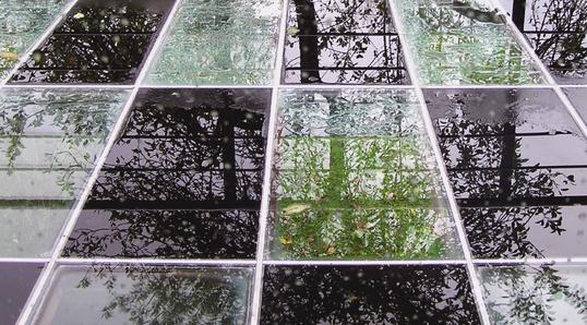 Balkonboden mit Glasplatten