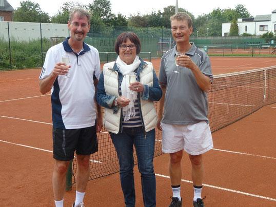 Der alte und neue Vereinsmeister Raimund Behler (rechts)