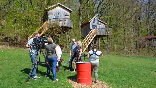 SAT 1 und RTL besuchen unser Baumhaushotel, Bild: Baumhaushotel Solling.