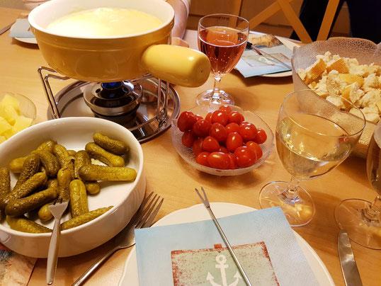 Neuenburger Käsefondue - der gedeckte Tisch