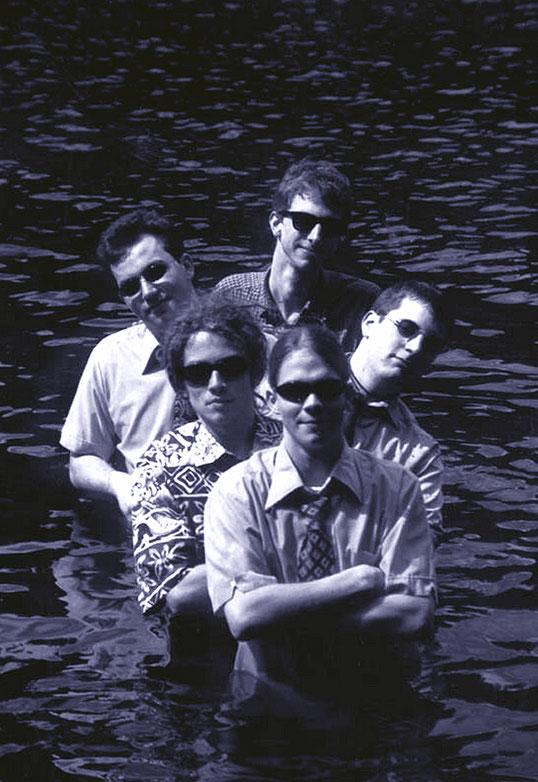 """1984 gründete Gitarrist und Sänger Chris Eckmann in Seattle die legendäre Americana-Band The Walkabouts. Mit seinem Trio präsentiert der Singer/Songwriter am 10. Oktober in der Geislinger """"Rätsche"""" sein neues Album """"Where The Spirit Rests"""". Foto: Promo"""