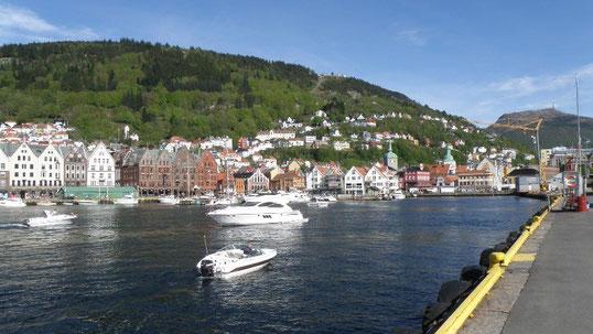 Hafen von Bergen mit Blick zur Flojbahn