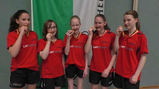 Die besten Schülerinnen des TSV Schwarzenbek (v. l. n. r.: Karina Pankunin, Philine Carl, Chiara Steenbuck, Michelle Weber, Julia Gehring) gewannen den Titel bei den Deutschen Mannschaftsmeisterschaften 2016 in Osterburg.