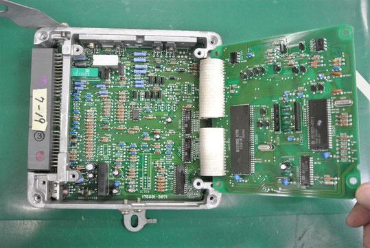トヨタ ハイラックスVZN90 コンピュータ基板 開封