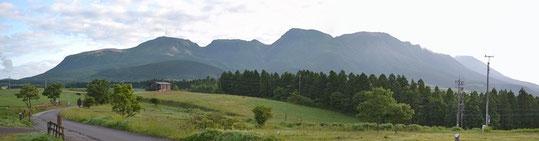 これから向かう九重連山です