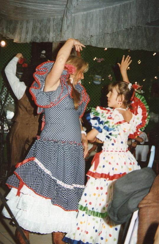 A bailar, a bailar, a bailarrrrrrrr.......Alegres sevillanas.........Ven conmigo a bailar. F. P. Privada. Pedro.