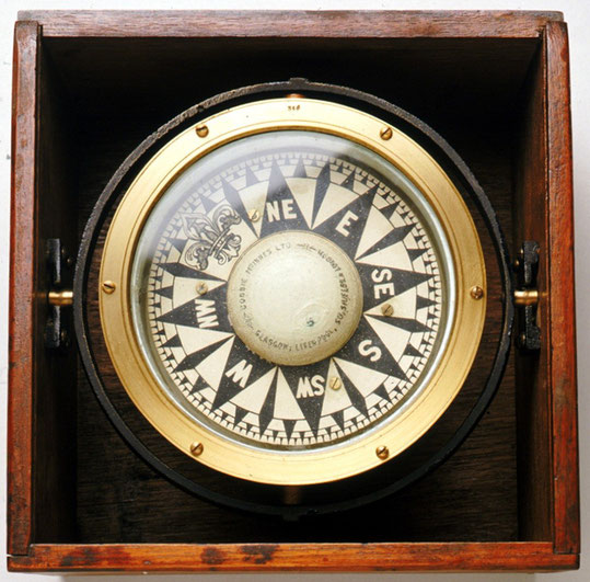 Compas liquide anglais vers 1902, graduation en quart très précise descendant au 1/8 ème.