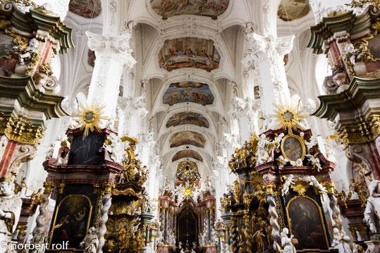 innenaufnahme mit der barocken überformung der gotischen kirche