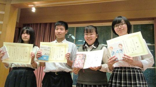 神奈川県大会。左から、諸星夏海さん、鈴木拓海くん、前島千手さん、清代ひとみさん