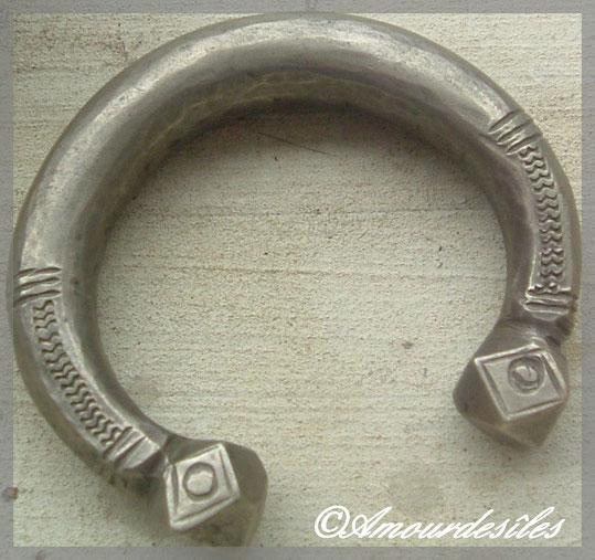 Bracelet en argent dont mon époux connait la signification mieux que moi...