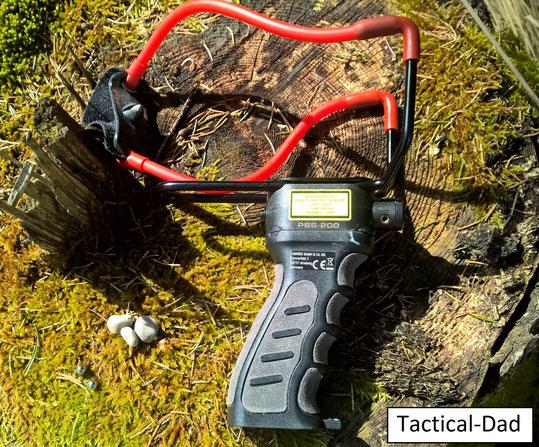 Die PSS-200 NXG Steinschleuder von Umarex hat ein eingebautes Laservisier. Ob das bei einer Zwille Sinn macht sei mal dahin gestellt, aber Spaß macht sie.